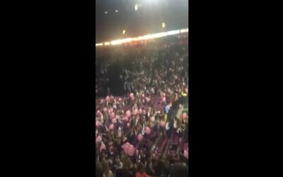 Imágenes de pánico tras la explosión en un concierto de Ariana Grande en...
