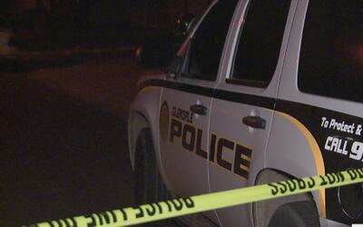 Una menor de 17 años y un hombre de 25 mueren tras una persecución polic...