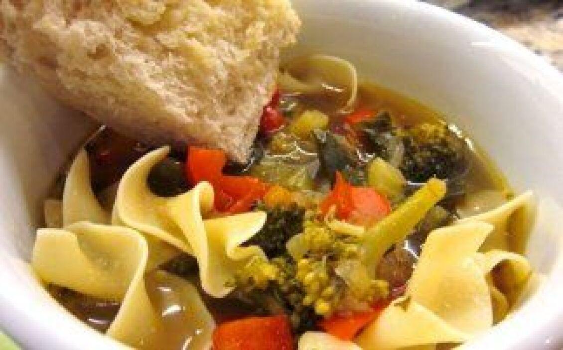 Sopa de vegetales con fideos: Una receta sencilla y sobre todo, saludabl...