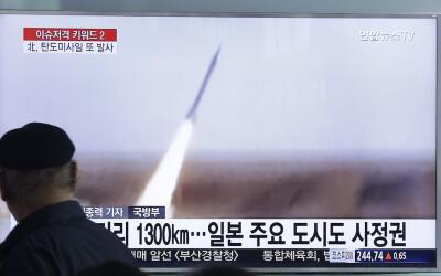 Imagen del lanzamiento de un misil por Corea del Norte.