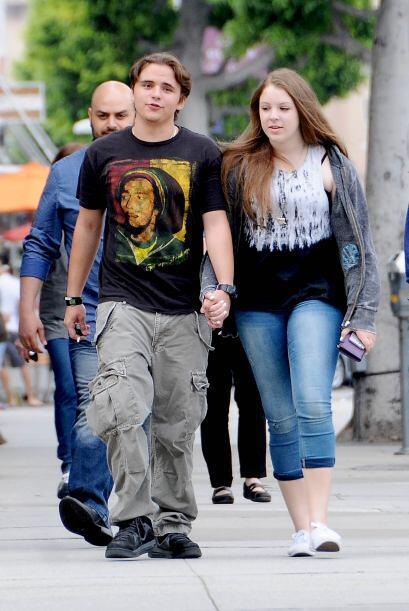 El hijo del rey del pop es todo un galán, lo encontramos paseando con su...