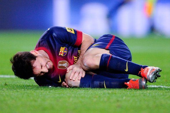 también Messi dio el susto al lesionarse y quedarse un buen rato tendido...