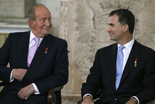 El rey Juan Carlos y el Príncipe Felipe, durante la ceremonia de...