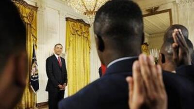 El Presidente Barack Obama encabeza una ceremonia de juramentación de nu...