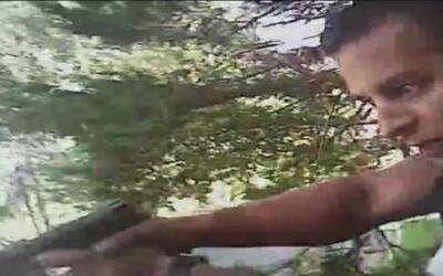 Videos policiales tampoco aclaran dudas sobre el tiroteo mortal contra u...