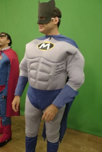 El Hombre Mariposa llegó a los Superhéroes y sus Súper chistes, para der...