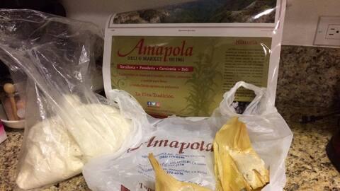 Imagen de la masa de maíz en mal estado comprada en La Ampola y u...