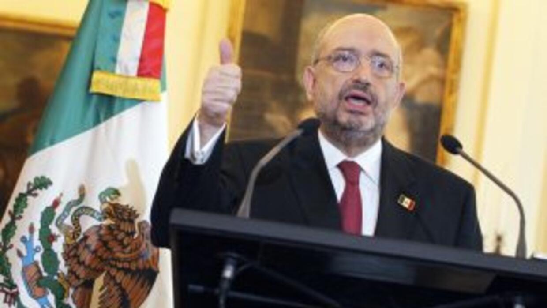 El embajador mexicano en Francia, Carlos De Icaza, se retiró del Senado...