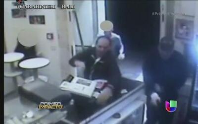 Empleados de una pizzería en Italia atacaron a dos ladrones con los platos