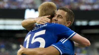 Con goles del belga Kevin De Bruyne y el alemán Andre Schurrle, Chelsea...