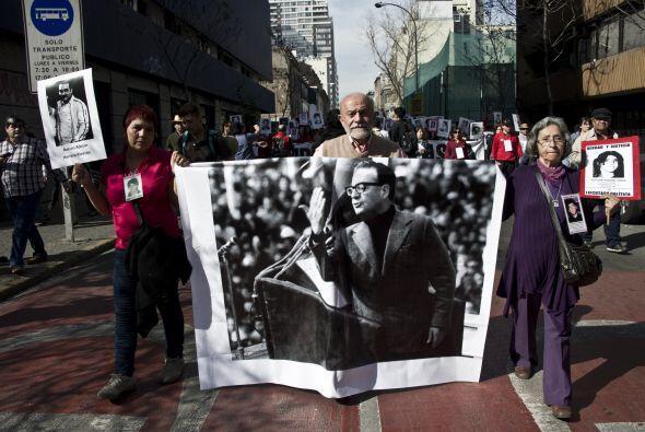 La marcha callejera más multitudinaria tuvo lugar en Santiago, do...