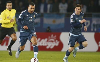 Carlos Tévez (izquierda) y Lionel Messi.