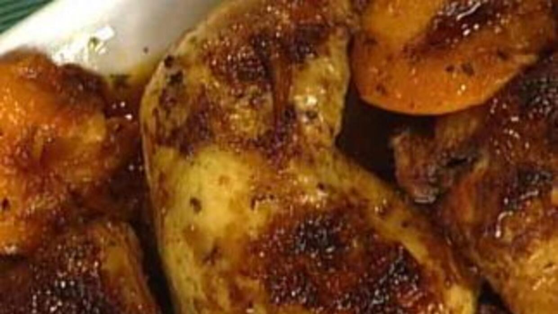 Ingrid Hoffmann preparó unos perniles de pollo con duraznos para este me...