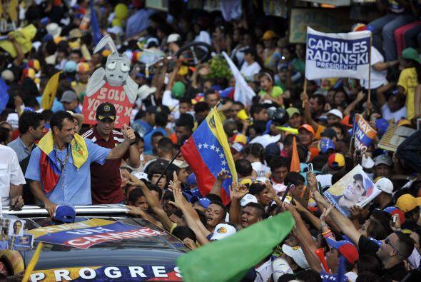 En una parte del discurso, Capriles se dirigió a su contendiente...