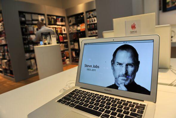 Un año después de la muerte de Steve Jobs sus productos siguen engordand...