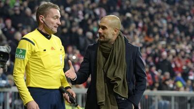 El técnico le reclamó al árbitro un gol anulado y luego abrazó al cuarto...
