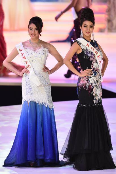 Miss Japón Hikaru Kawai (izquierda) y Miss Corea del Sur Song Hwa-young