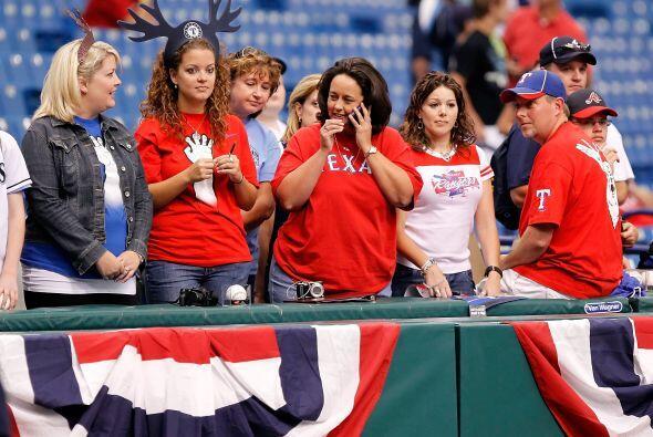Los fans texanos que siguieron a su equipo hasta San Petersburgo, disfru...