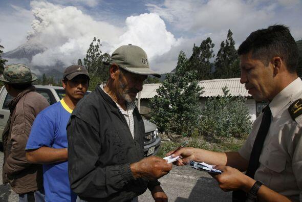 Ante el riesgo que representa el Tungurahua, las autoridades ordenaron l...