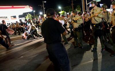 Manifestaciones en California se tornan más violentas por muerte de homb...