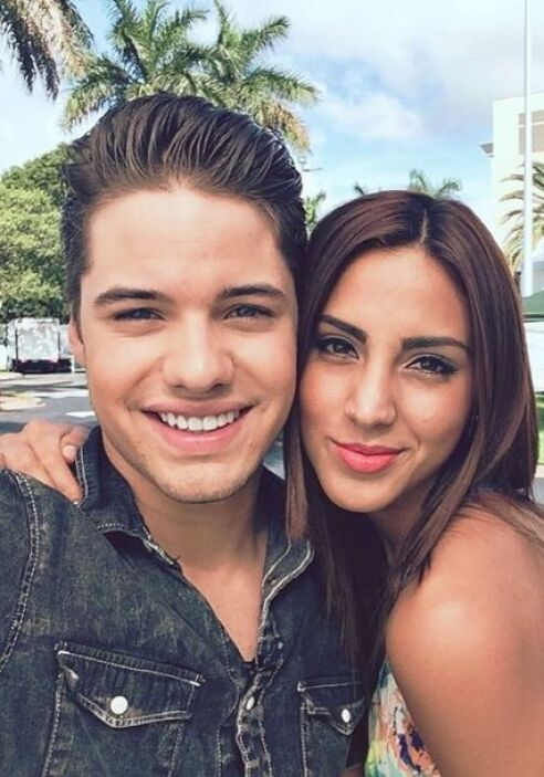 """""""En vivo con mi @Gabrielaalvareztv preparándonos para @univisionpremios""""..."""