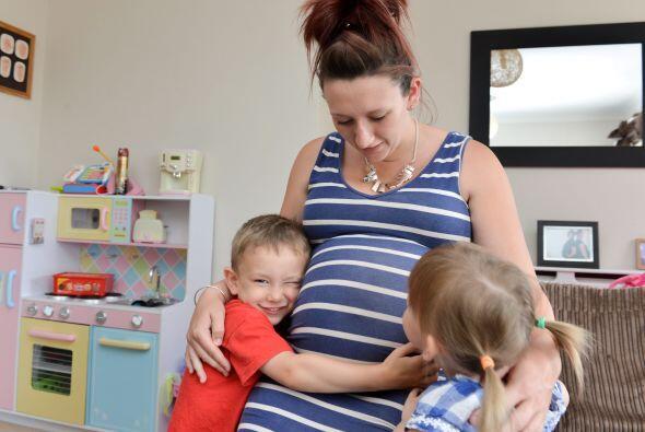 Todos en la familia esperan con ansias a los nuevos gemelos.