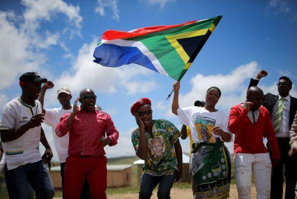 Nelson Mandela descansa ya bajo la tierra de la pequeña aldea de...