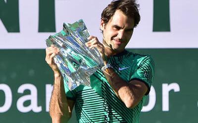 Roger Federer, entusiasmado como un novato en el festejo de su título 90