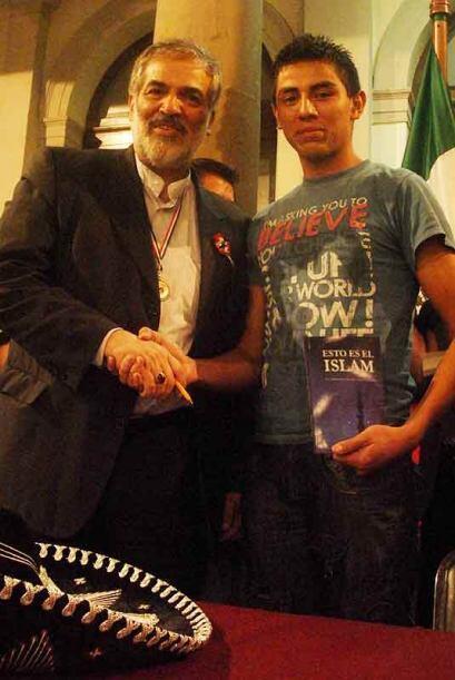 José Carlos García junto al diplomático y académico iraní, Mohammad Hass...