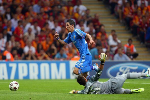 El joven español Isco abrió la cuenta goleadora para la vi...