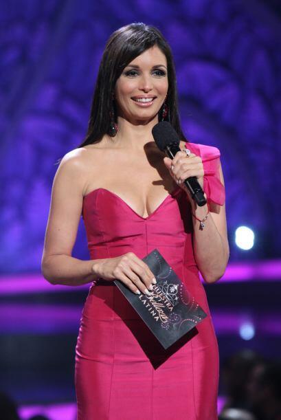Giselle Blondet es la presentadora perfecta: amplia sonrisa, ojos coquet...