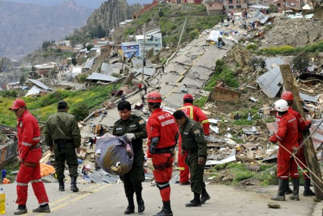 Los equipos de rescate siguen trabajando en la zona del desastre.