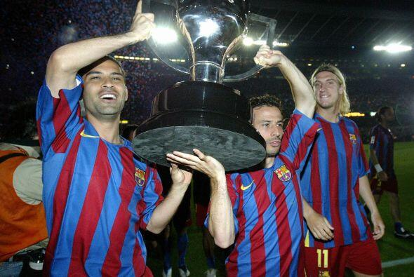 En esa misma temporada consiguió con el Barca la Liga y la Copa,...