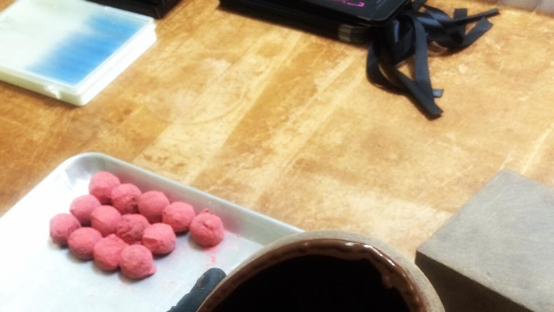 Trufas de frambuesa para rellenar el corazón de chocolate