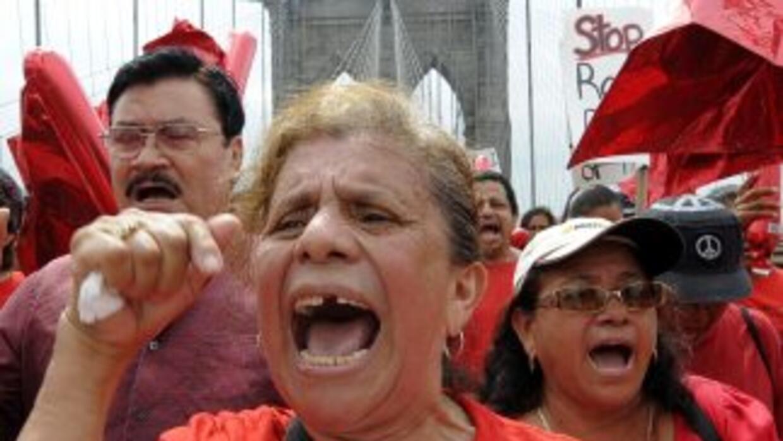 Activistas neoyorquinos protestan contra la entrada en vigor de la ley S...