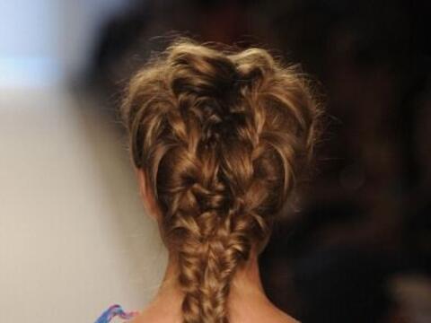 ¡Hay muchas opciones para trenzar tu cabello largo! No importa si...