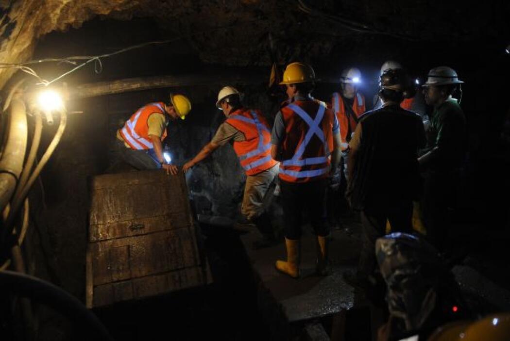 Los dos mineros que restan atrapados son el barrenador Ángel Vera (herma...