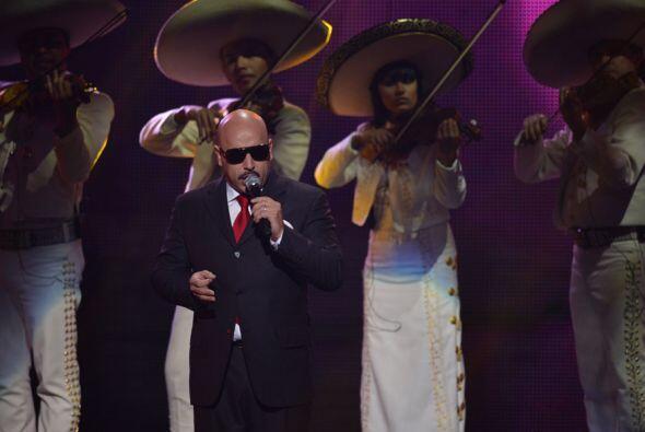 El Toro del Corrido trató de cantar como todo un profesional, pero el se...
