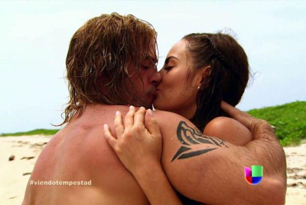 Dentro de la historia se enamoró de Ximena Navarrete.