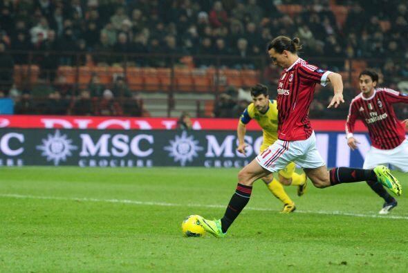 El sueco realizó dos goles con su equipo, el Milan, al Chievo Ver...