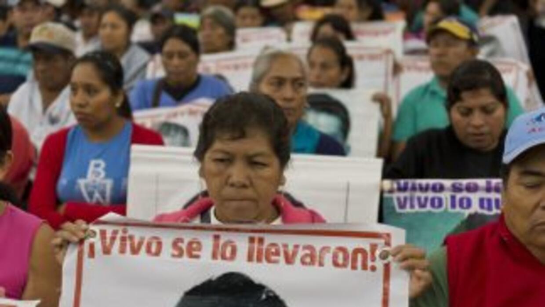 Madres de los 43 de Ayotzinapa durante una protesta en la Ciudad de México.
