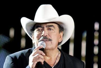 Su discografía recopila las canciones más emblemáticas de este cantautor...