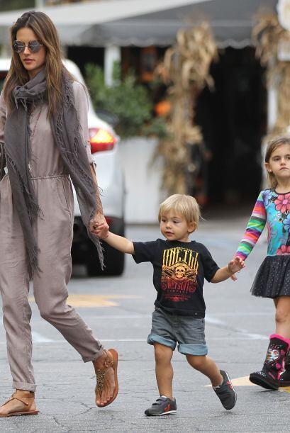 Además, sus niñitos lucen como los hermanos de Alessandra. ¡Lo que son l...