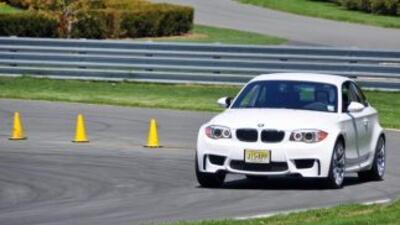 El BMW Serie 1 M 2011 tiene motor seis cilindros en línea con M TwinPow...