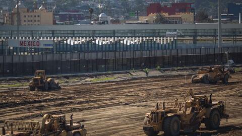 Una construcción en el punto fronterizo de San Ysidro, en Califor...