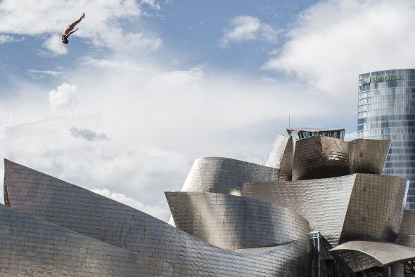 Las series mundiales del Red Bull Cliff Diving siguen adelante y volarán...