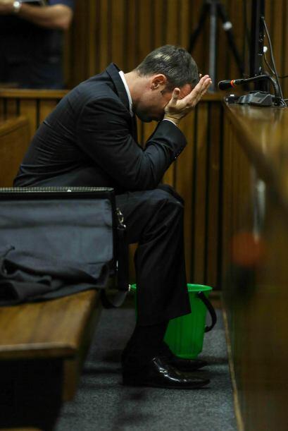 A Pistorius  le tuvieron que poner una cubeta para que vomitara, esto cu...