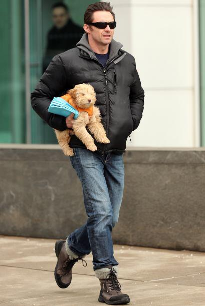 Hugh sabe perfectamente que el mejor amigo del hombre es el perro.