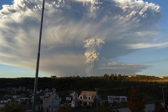 Las autoridades no descartan alguna erupción más. Esa situación que podr...