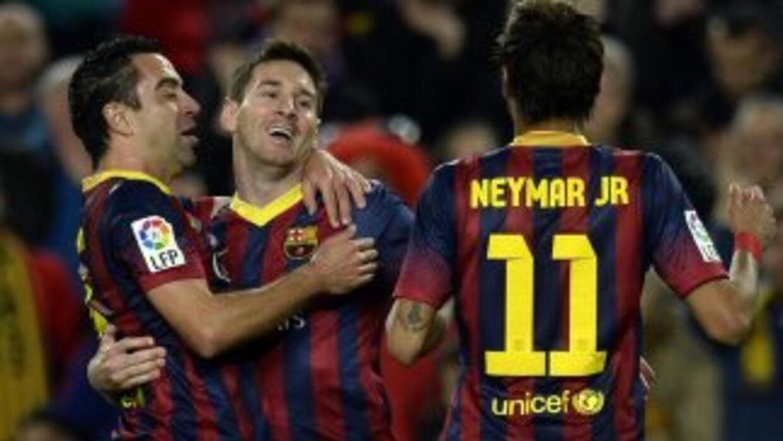 Messi hizo el segundo gol de su club, un exclente disparo de tiro libre...